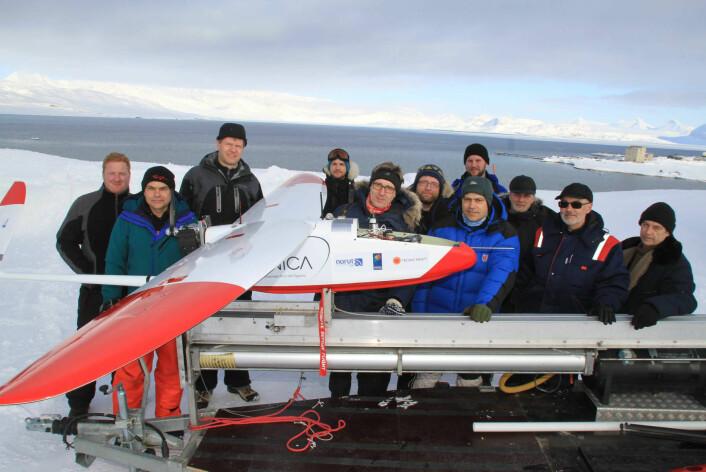 """""""Direktørene fra Norut, NOAA og AARI besøkte forskningsteamet i Ny-Ålesund uka før påske. (Foto: Ole Magnus Rapp/Aftenposten)"""""""