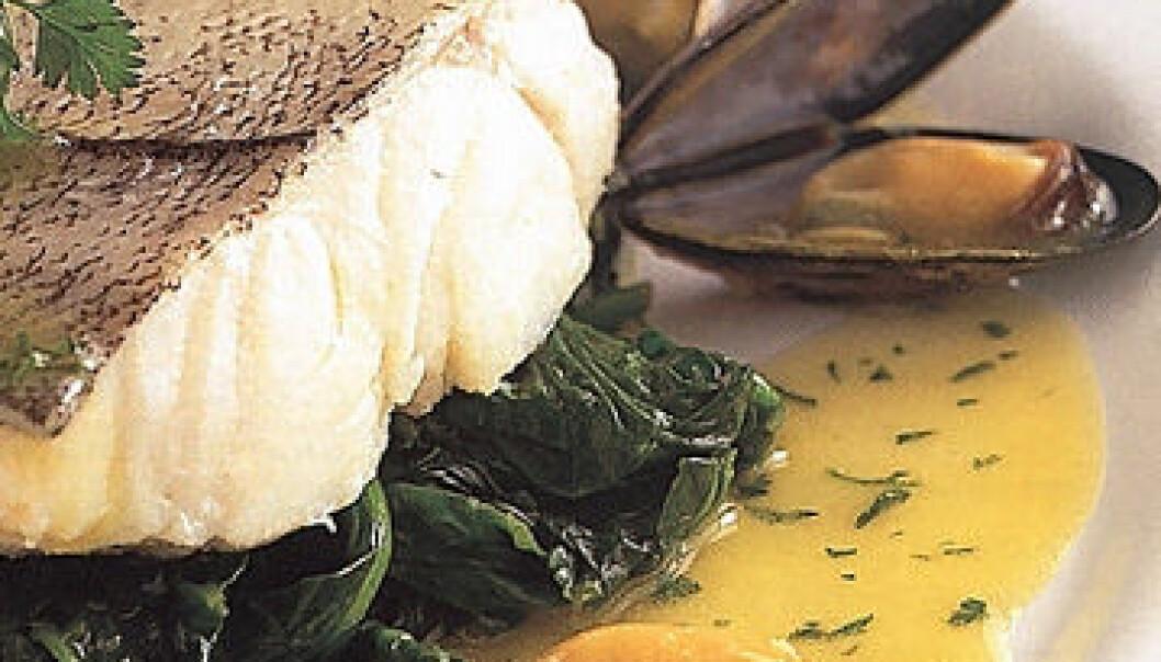 Både kantinekokker og -gjester ønsker fiskestykker som viser strukturen i fisken, servert sammen med sunne grønnsaker.(Foto: Nofima Mat)