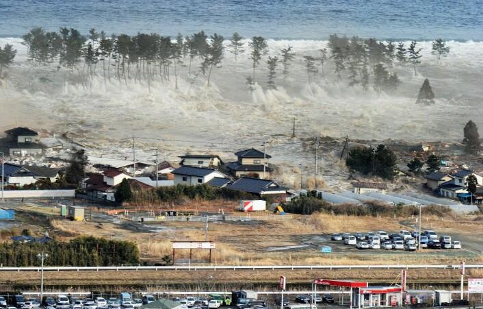 Natori, Japan, 11. mars 2011. Et kraftig jordskjelv skapte en stor tsunami som veltet inn over bebodde områder. (Scanpix/Zuma Press)