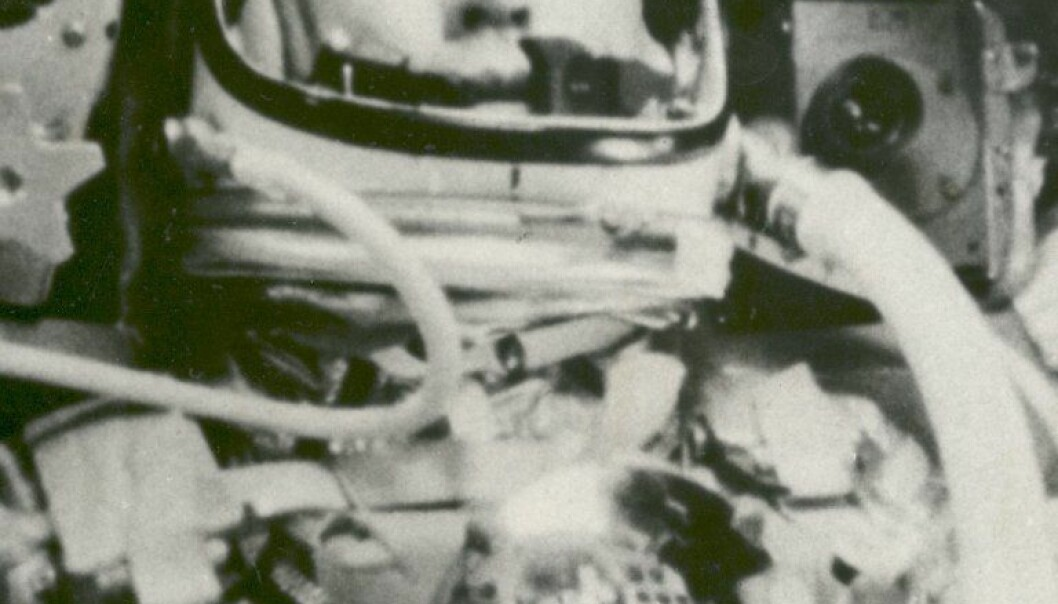 """""""Astronaut John Glenn ombord romfratøyet """"Friendship 7."""" På dette tidspunktet, 2. juli 1962 var han vektløs og på vei ut i rommet i 28 000 kilometer i timen. (Foto: NASA)"""""""