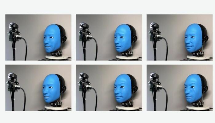Roboten Eva gjør tilfeldige bevegelser med ansiktet sitt.