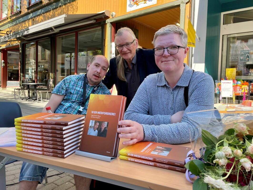 Tom Remi Kongsmo og Hege Christin Nilsson lanserte boken «Vi er medforskere!» i Lillehammer tidligere i sommer. De to har vært medforskere i forskningsgruppen «Meningen med arbeid for mennesker med utviklingshemming eller nedsatt arbeidsevne». Frank Jarle Bruun er forskeren som har ledet prosjektet.