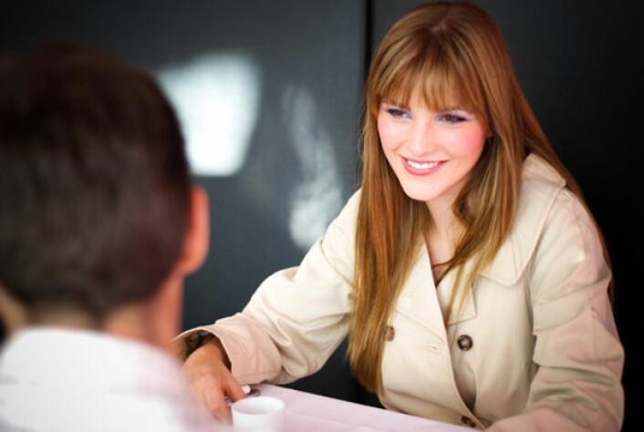 Kvinner kan bli like ukritiske som menn når de er den aktive part i et sjekkeframstøt. (Foto: iStockphoto)