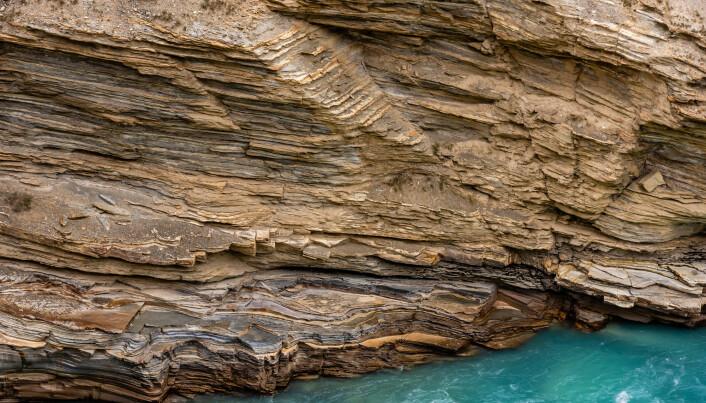 På denne fjellsiden er de ulike lagene veldig tydelige. Dette bildet er ikke fra stedet forskerne undersøkte.
