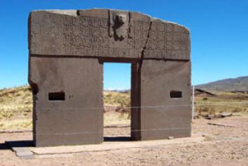 Huajje lå i en periode på flere hundre år under Tiwanuku, en stat som hadde en hovedstad ved samme navn. Steinportal fra byen Tiwanuku i dagens Bolivia. (Foto: Wikimedia Commons)