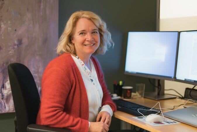 Anette Andresen har gått gjennom forskningen og funnet klare meningsforskjeller mellom fagfolk om lesing på nett eller skjerm.