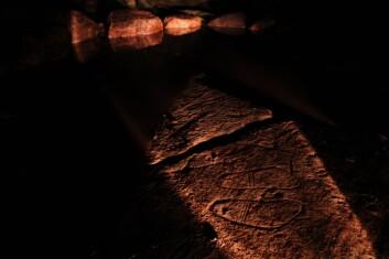 Fotsåler i våt grav. (Foto: Bergkunstmuseet)