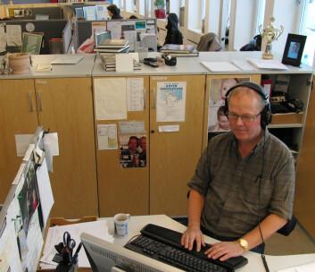 Ivar Grydeland fra Verdt å vite-redaksjonen forbereder siste sending av Verdt å vite. (Foto: Arnfinn Christensen)