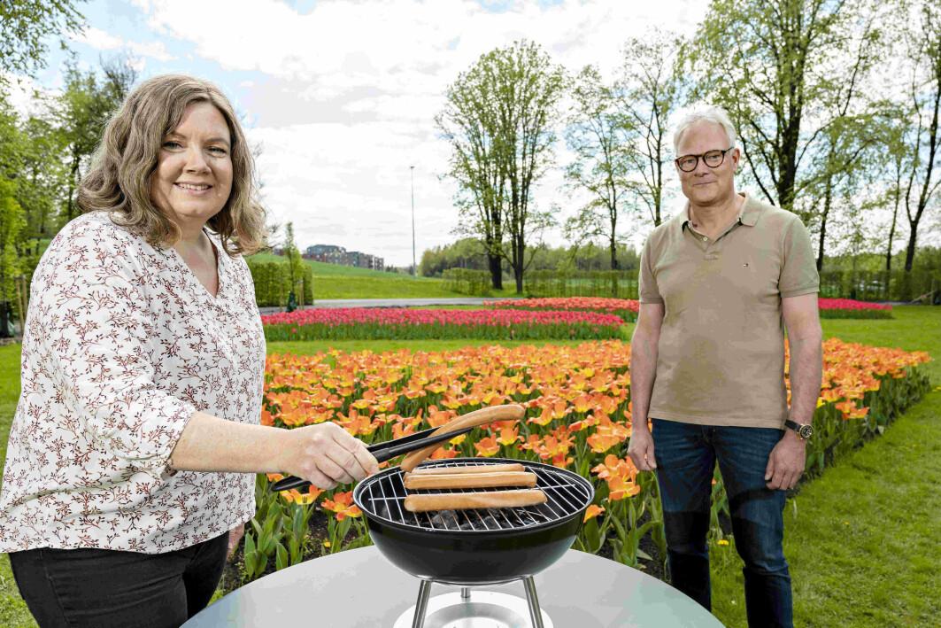 Sensoriker Kristine Svartebekk Myhrer i Nofima og kjøttforsker Rune Rødbotten jobber nå med en vitenskapelig artikkel for å underbygge de funnene de har gjort med å blande innmat i grillpølsene.