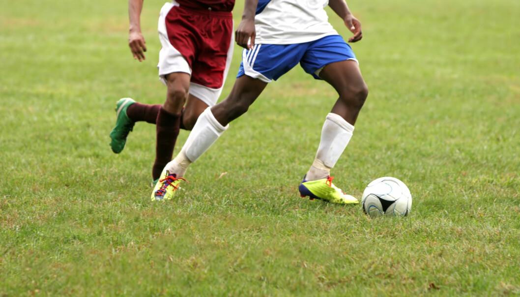 Både idrett og skole blir mer alvor utover i tenårene. Det reagerer ungdommer forskjellig på.