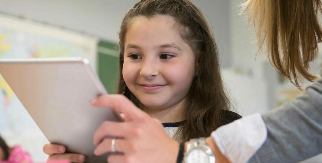 En studie viser at visuell støy øker både leseevne og hukommelse hos barn med lese- og skrivevansker.