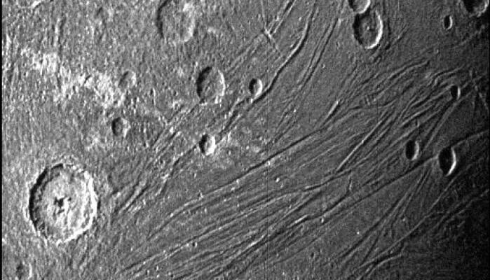 Bilde fra den mørke siden av Ganymedes.