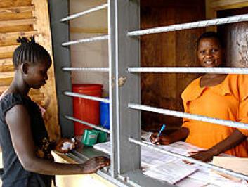 Videreutdanning og lønn er de de beste virkemidlene for å rekruttere helsearbeidere til distriktet i Tanzania. (Foto: Ida Lindkvist)