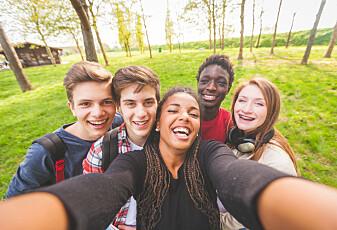Synes du vennene dine virker mer populære enn deg? Det har en matematisk forklaring
