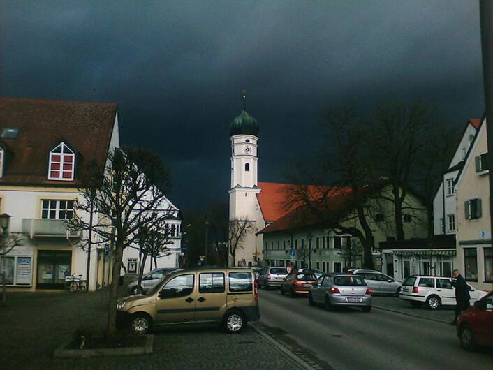 """Byen Markt Schwaben i Tyskland like før stormen Emma treffer byen i 2008. (Foto: Patrick Fischer/ Wikimedia Commons, se lisens)."""