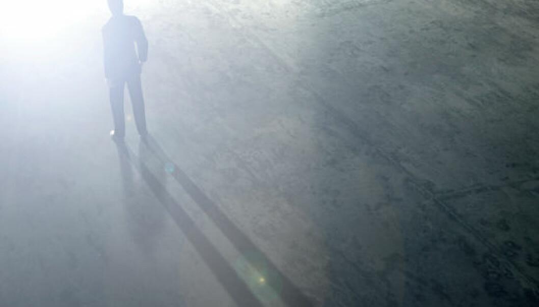 Mange som har hatt nær døden-opplevelser,forteller at de gled igjennom en mørk tunnel med et sterkt lys i enden. Idet de svevde igjennom passasjen, møtte de kanskje lysende ånder eller avdøde bekjente, som de snakket med. (Foto: iStockphoto)