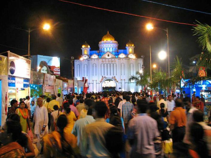 Kolkata står på hodet under Durga Puja - den årlige festivalen til ære for guden Durga. Klikk på forstørrelsesglasset for større versjon. (Foto: Geir Heierstad)