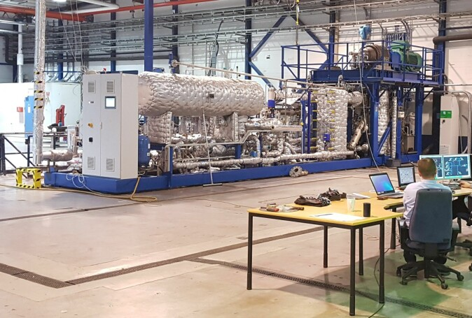 Here we see the heat pump in action at Tocircle's facility in Glomfjord in Nordland county. The process recovers surplus heat and can achieve temperatures of up to 180 degrees.