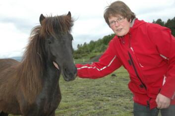 Forsker Astrid Johansen fra Bioforsk Midt-Norge er prosjektleder for et av prosjektene om grovfôr til hest. (Foto: Jon Schärer)