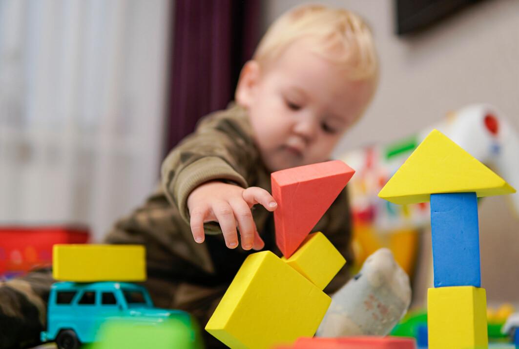 Er barnehagene bra for barn under tre år? Forskningen spriker, og forskere er uenige. De fleste er enige om at høykvalitetsbarnehager er det beste for de minste barna.