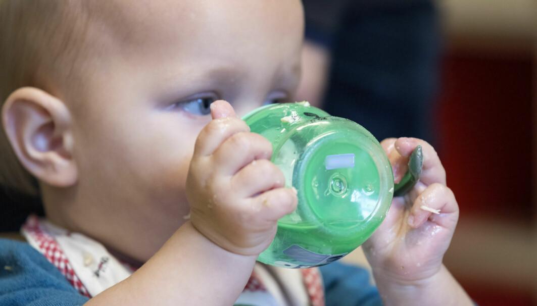 De aller fleste norske ettåringer går nå i barnehage. Men flere forskere er bekymret for stressnivået til barna og for kvaliteten i mange barnehager. Men de vet også nå mye om hva som er gode barnehager for små barn.