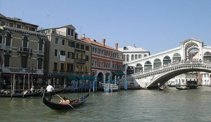 Framtidsvisjon: Protoceller kan om 10-20 år skape et korallrev under husene i Venezia, noe som ville stoppe byen fra å synke lengre ned i fundamentet av leire. (Foto: Wikipedia)