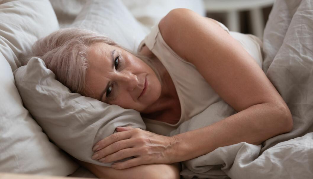 Tanker som svirrer er ingen fordel for søvnen. Nå har forskere undersøkt hvordan folk taklet de første ukene med korona-nedstengning.