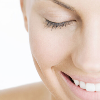 """""""- En god latter forlenger livet, er et kjent ordtak. - Helt riktig, svarer forsker som har undersøkt hva lykke betyr for forventet livslengde. Ifølge forskeren kan helseeffekten av å være lykkelig være like betydelig som om man røyker eller ikke. (Foto: Colourbox.com)"""""""