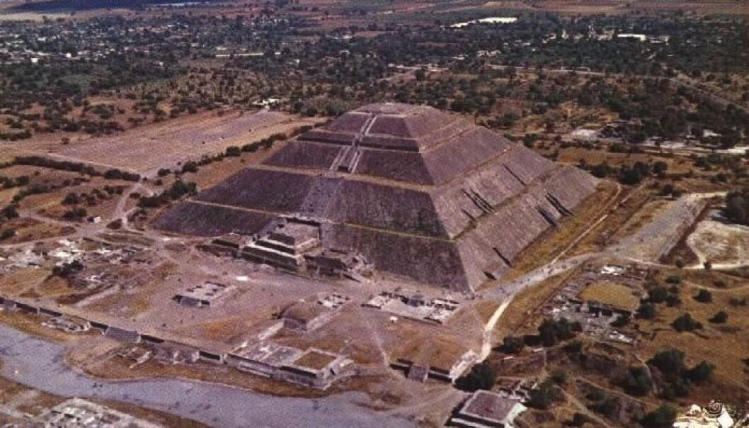 """""""Solpyramiden er halvparten så høy som Keopspyramiden, men imponerende nok."""""""