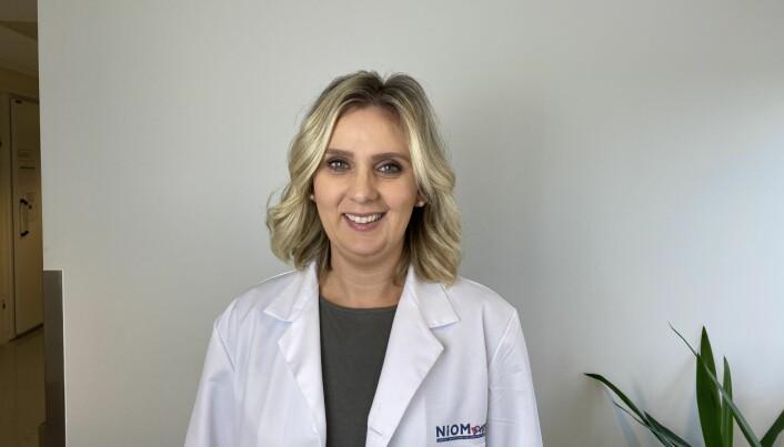 Aida Mulic er seniorforsker ved Norsk Institutt for Odontologiske Materialer (NIOM). Hun forsker på blant annet syreskader hos unge.