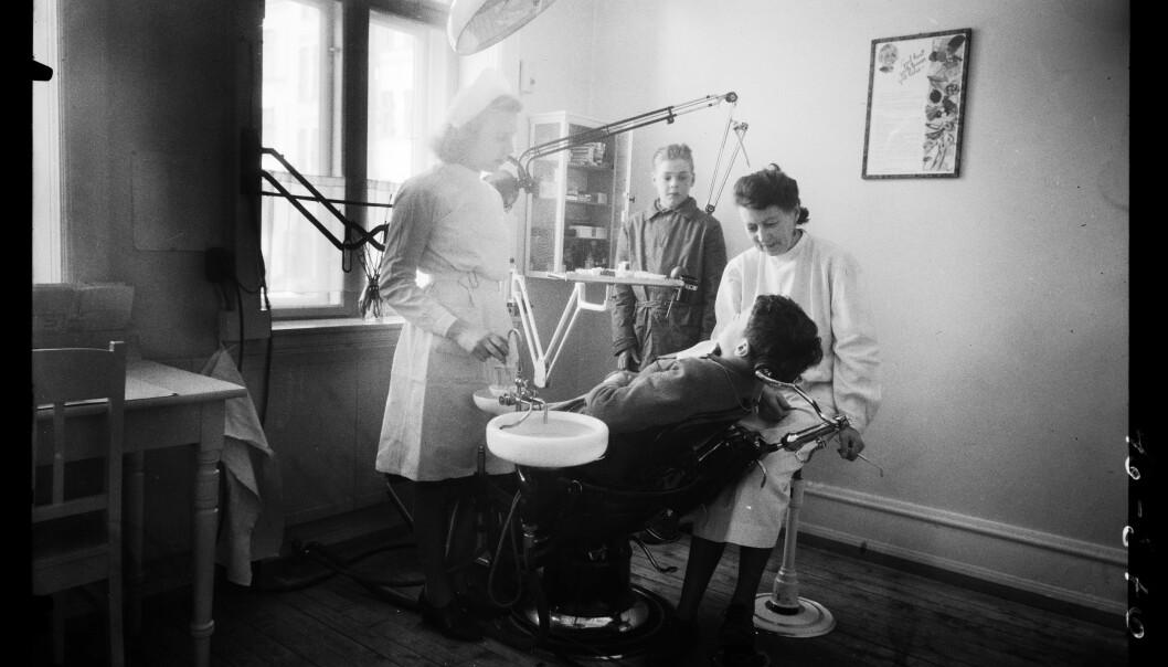 Skoletannlegen var nok litt annerledes 1948. Systemet var imidlertid bygget på mange av de samme tankene som i dag. Gratis behandling for barn, for eksempel. Dette bildet er fra Majorstuen skole.