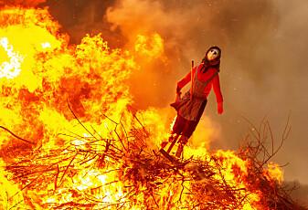 I gamle dager brukte folk bålet til å skremme heksene med på sankthans