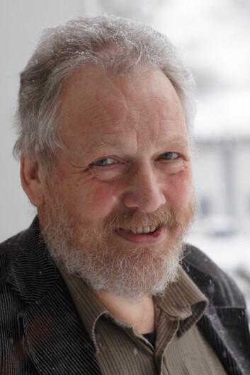Språkforskar Olaf Almenningen er redaktør for nøkkelordet ski i band 9 av Norsk Ordbok 2014. (Foto: Annica Thomsson)