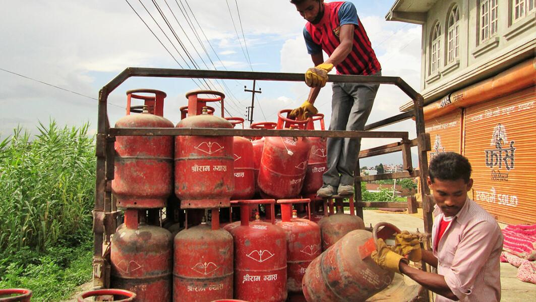 Under en indisk blokade i 2015 mottok ikke lenger innbyggerne i den nepalske byen Lubhu gassen de bruker til blant annet matlaging.