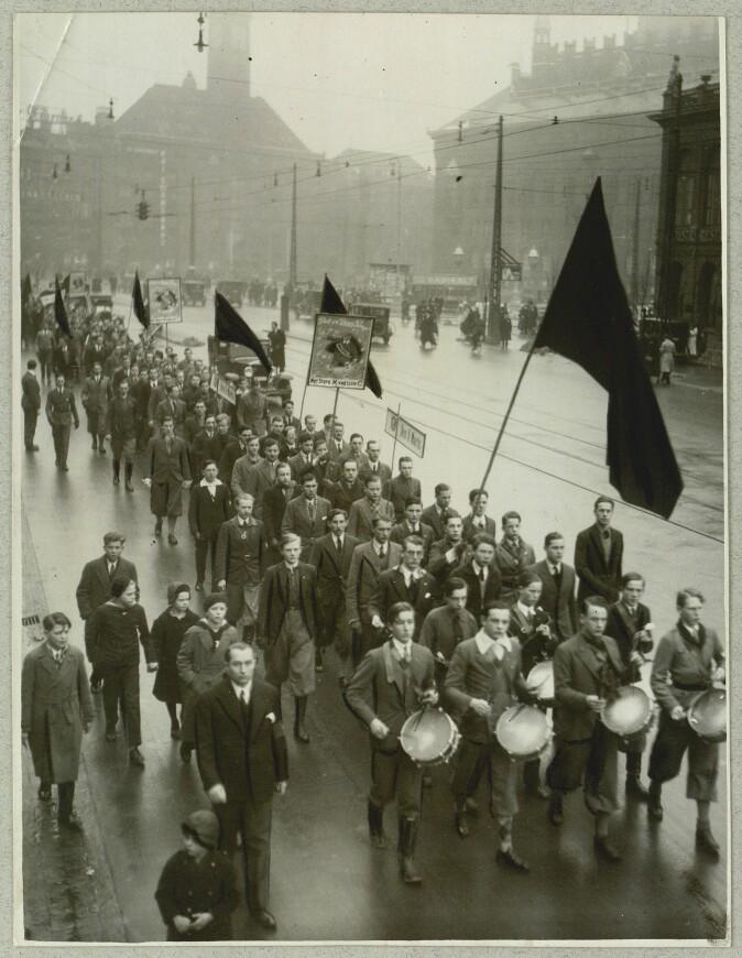Konservativ Ungdom marsjerer i København i mars 1933.