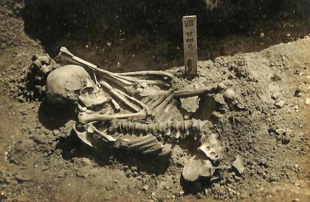 Bildet viser mannen slik han ble funnet i grava.