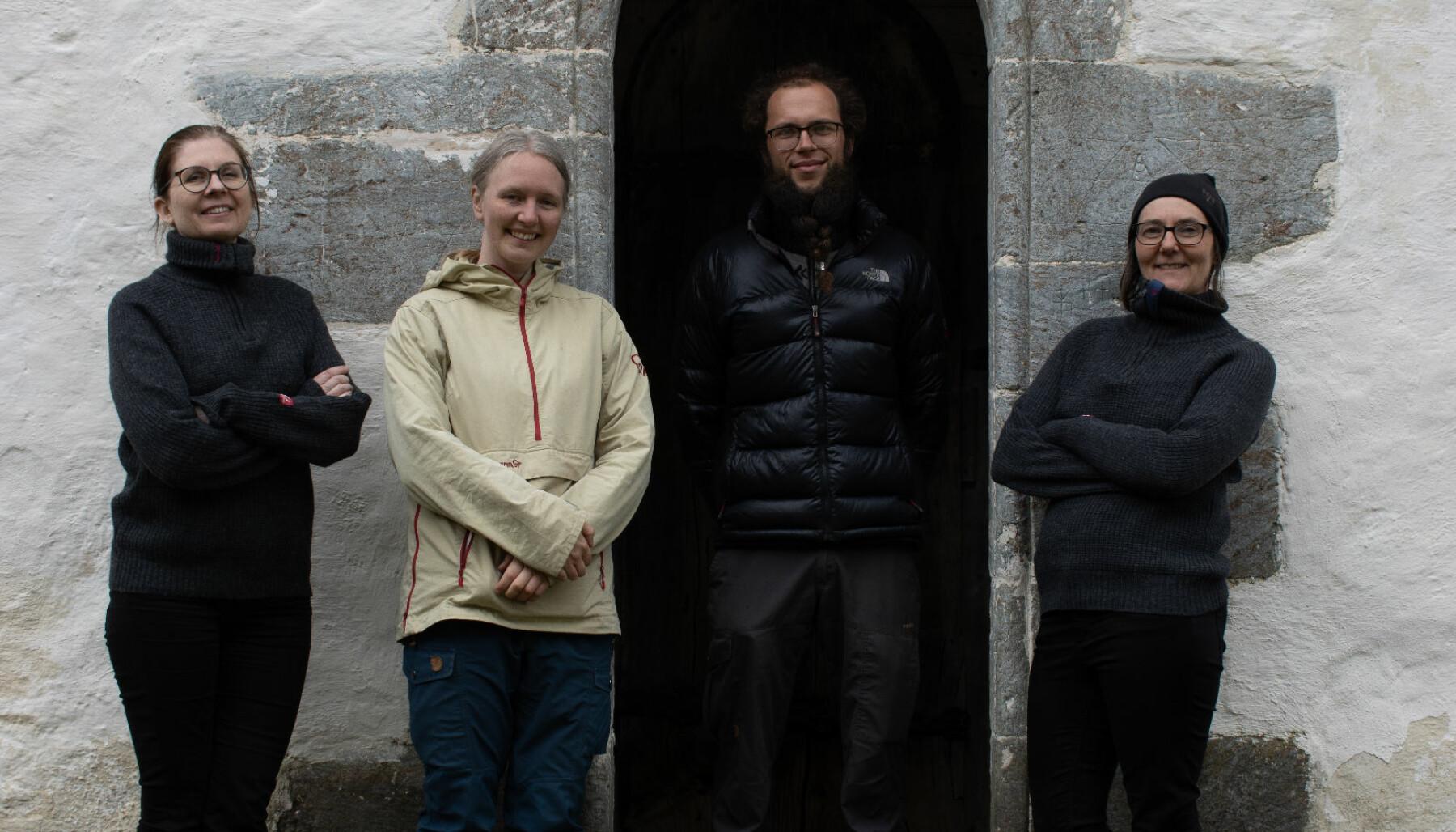 Forskerteamet. Fra venstre: Elisabeth Andersen (NIKU), Karen Langsholt Holmqvist (NIKU), Johan Bollaert (UiO) og Susanne Kaun (NIKU).