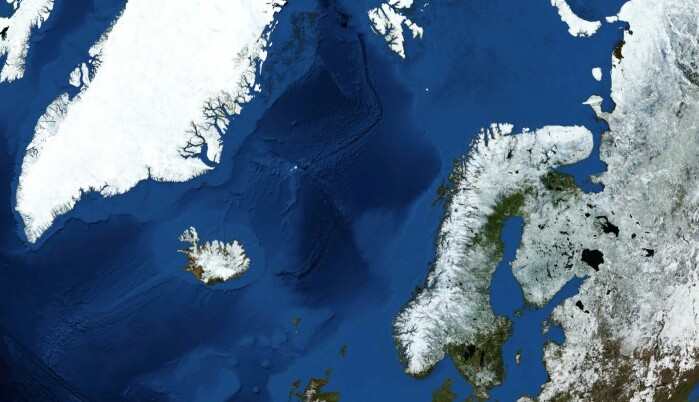 Kart over havområdene mellom Norge, Storbritannia og Grønland. De lyseblå områdene er grunne og de mørkeblå er dype.