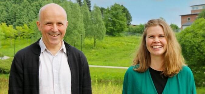 Førsteamanuensis Ole Andreas Kvamme og universitetslektor Marianne Guriby møtes til samtale om bærekraft, skolen og hvordan møte barn og unges klimaengasjement