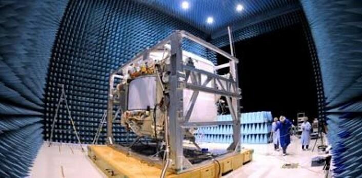 AMS-02 i testkammer på ESTEC hos ESA. (Foto: AMS-02 Collaboration)