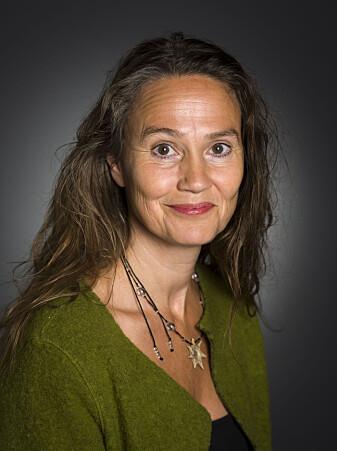 Stine Camilla Blichfeldt-Ærø forteller om fornøyde pasienter som var mindre engstelige etter en operasjon kombinert med musikkterapi.