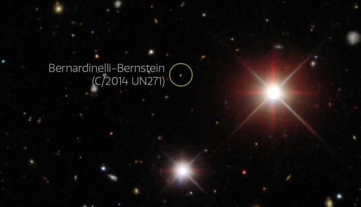 Her ser du Bernardinelli-Bernstein-kometen slik forskerne så den på bildene. Kometen ser bitte liten ut fordi den er langt unna.