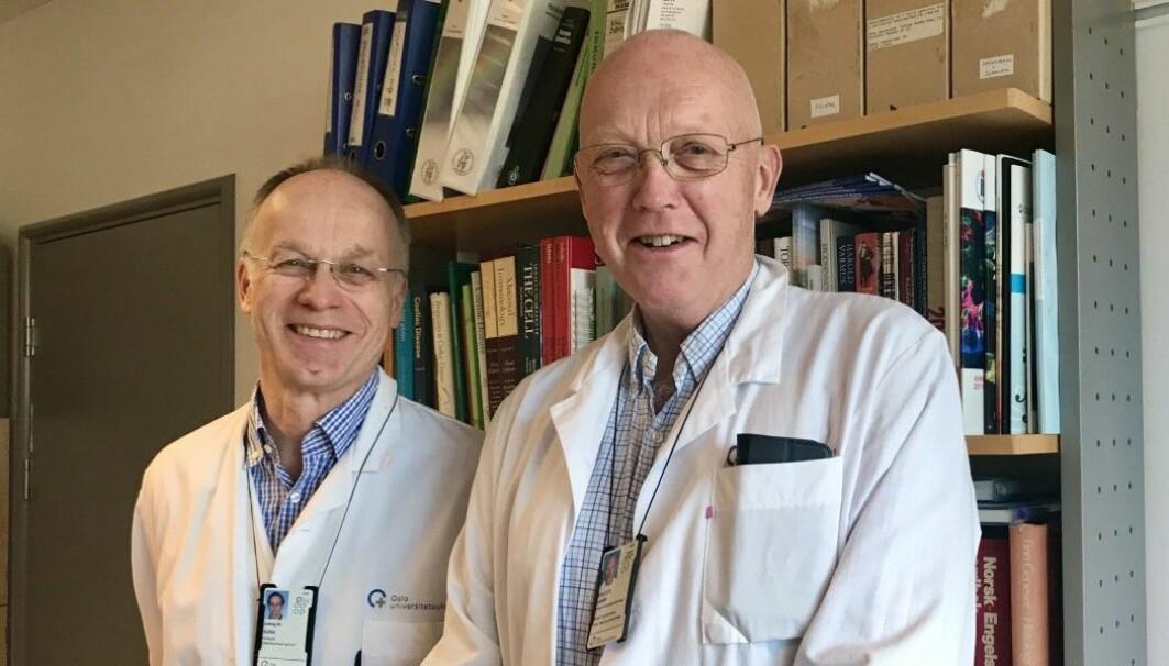 Gastroenterologen Knut A. Lundin (t.h) og immunologen Ludvig M. Sollid har samarbeidet tett siden 1980-tallet. De har lagt stein på stein til kunnskapsoppbyggingen om sykdommen cøliaki. Nå er førstnevnte en av hovedforfatterne i en studie om en ny pille mot sykdommen.