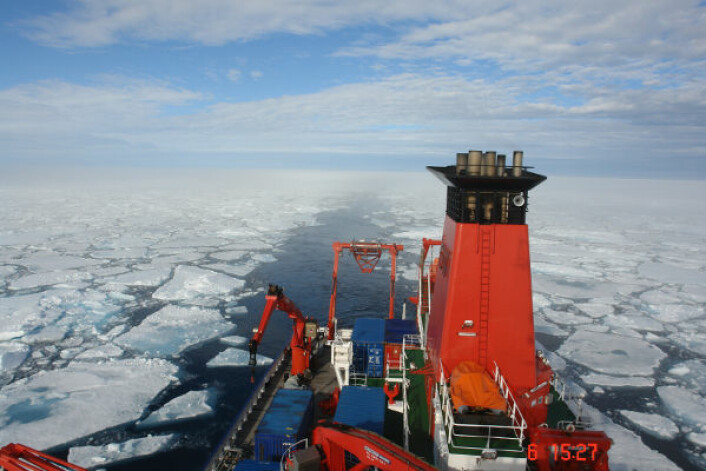 "Det tyske forskningsfartøyet ""Maria S. Merian"" nord for Svalbard i august 2007. (Foto: Nicolas van Nieuwenhove)"