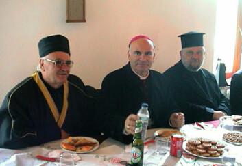 Rrufai-dervisj Fadil Kraja, katolsk erkebiskop Angelo Massafra og ortodoks sogneprest Aleksander Petani (Shkodra).