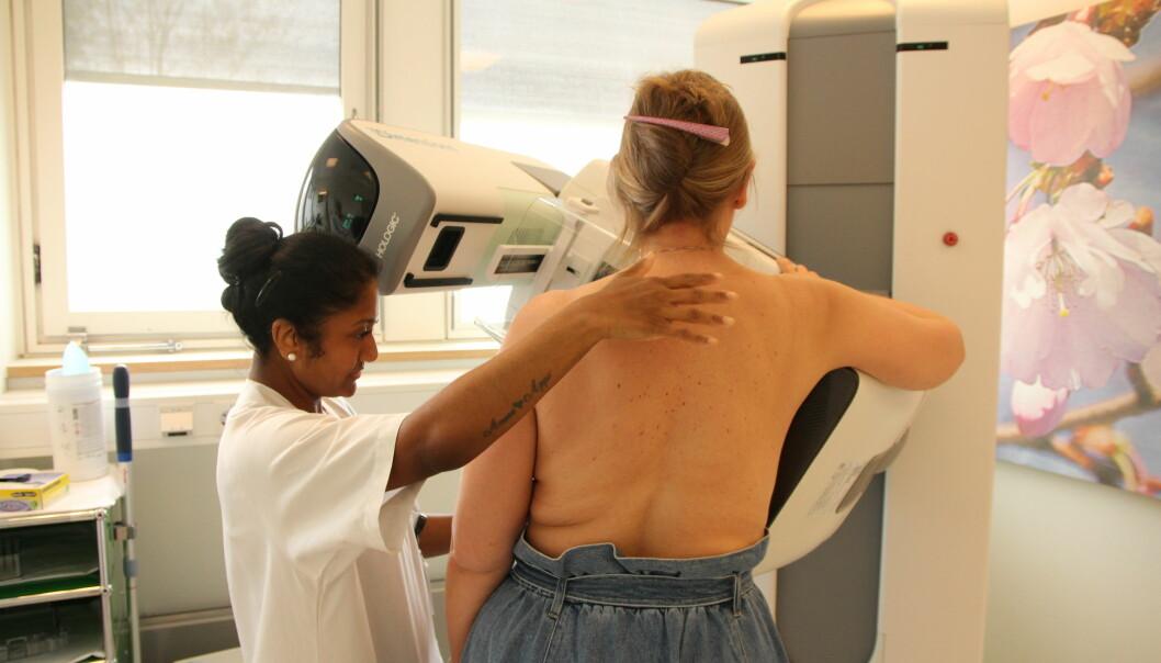 Men en ny metode tas det bilder fra en rekke vinkler av brystene, som gir 3D-effekt. Men metoden avdekker ikke så mye mer brystkreft som antatt.
