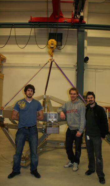 Prototech-forskerne Vincent Martinez, Robert Schistad og Bjarte G.B. Solheim er med på å lete frem og kartlegge nye jordkloder gjennom at de bla har laget denne PLMD. (Foto: Prototech)