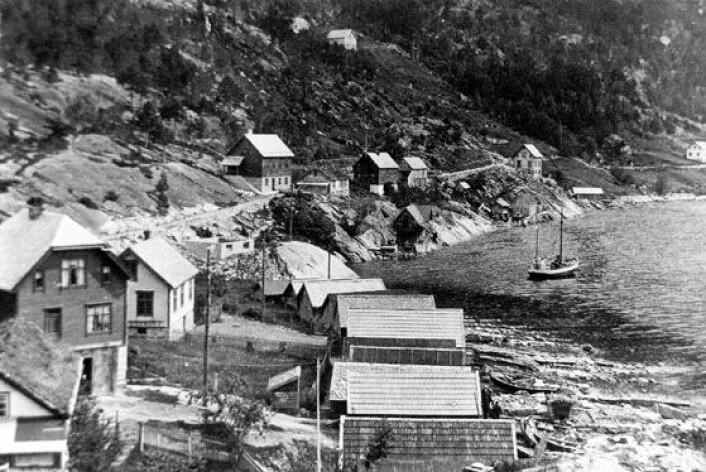 Bildet viser tettstedet Fjøra førtsunamien som rammet Tafjord i Møre og Romsdal i 1934. Bildet er hentet fra boken Dommedagsfjellet av Astor Furseth.