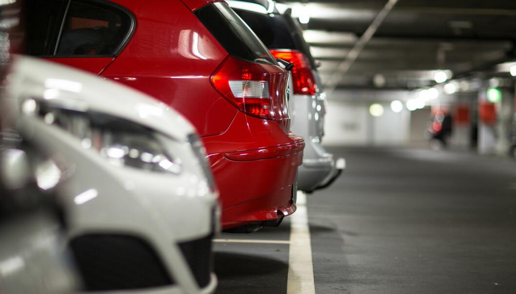 Forskerne er enige: Gratis jobbparkering er et problem hvis bilbruken skal ned.