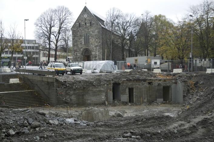 Domkirken i Stavanger er byens eldste bygning. Bildet viser hvordan torget så ut under fjerningen av undergangen i 2005.